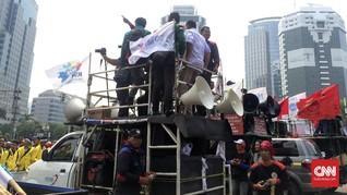 Demo 3 Tahun Jokowi-JK, Mahasiswa Upacara di Tengah Jalan