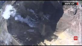 VIDEO: Memantau Rekahan Kawah Gunung Agung dari Udara