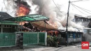 FOTO: Kebakaran di Permukiman Padat Penduduk Jakarta