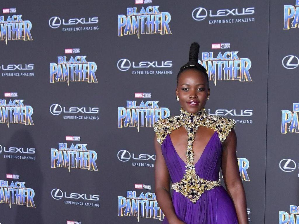 Foto: Gaya Nyentrik Lupita Nyong'o, Si 'Nakia' dari Black Panther