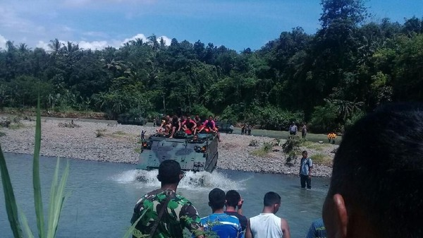 Tank Kecelakaan di Sungai Bogowonto