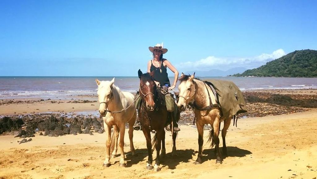 Foto: Wanita Ini Jelajahi Australia Naik Kuda