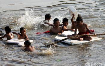 Melihat Keceriaan Anak-anak Berenang di KBB