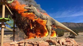 Penampakan 'T-Rex' Habis Dilalap Api hingga Akhirnya 'Punah'