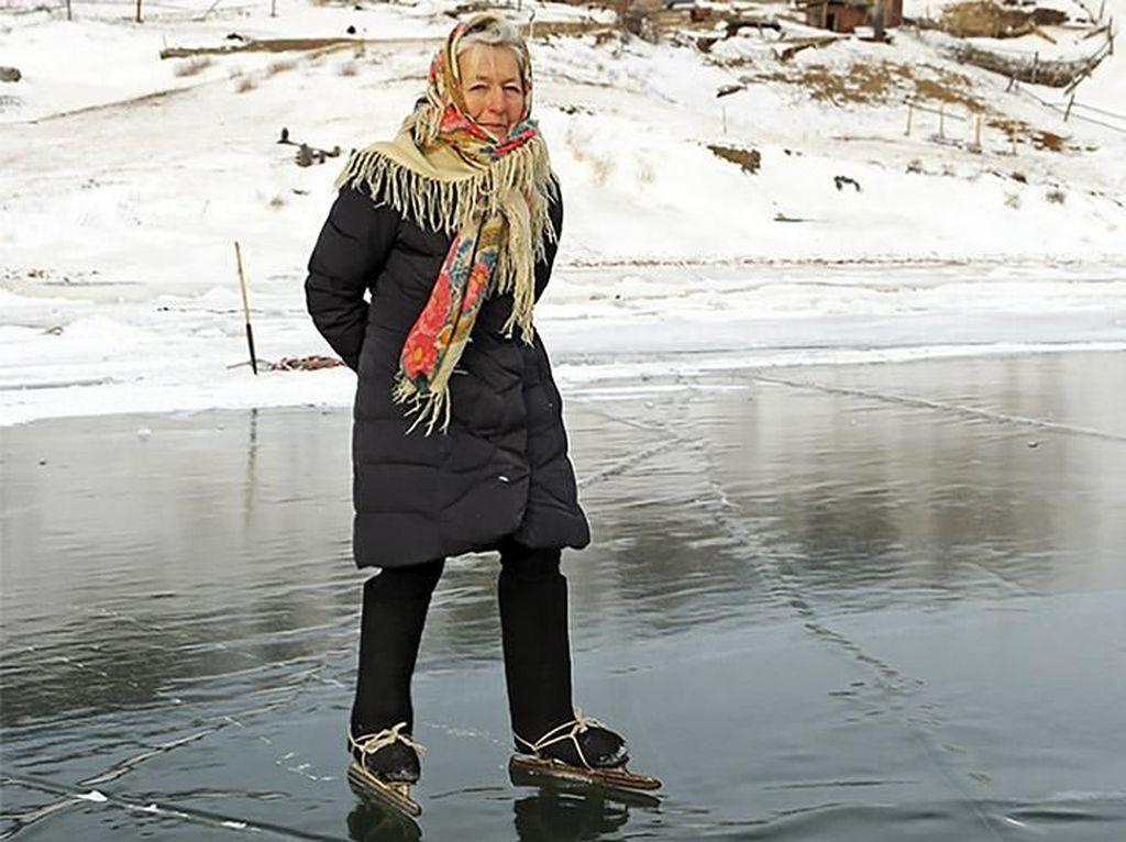 Bugarnya Lyubov Morekhodova, Nenek Lincah 76 Tahun yang Jago Ice Skating