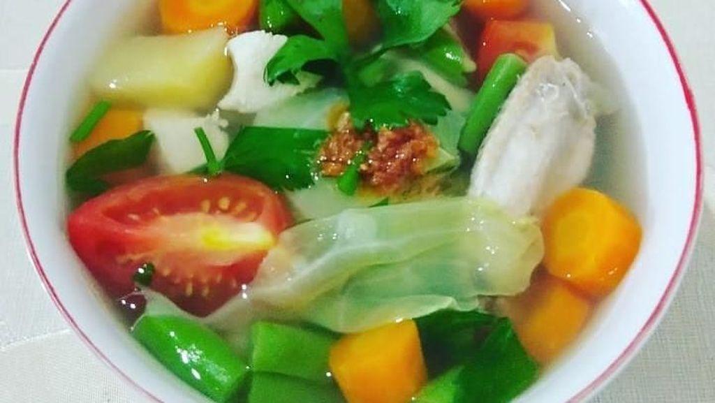 Sup Ayam Bikinan Netizen yang Sederhana Ini Menggoda Selera