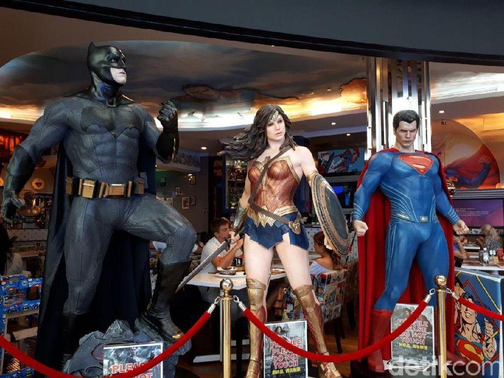 Bersantap Ditemani Superman dan Batman di DC Comic Superheroes Cafe