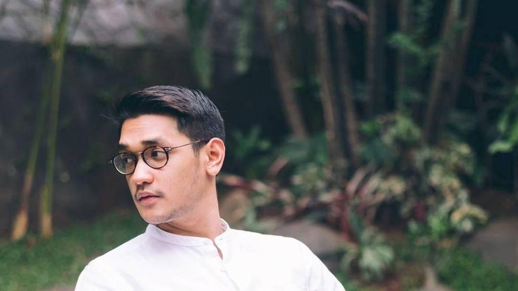 Potret Ganteng Afgan Saat Ngemil Popcorn dan Makan Siang di Kuala Lumpur