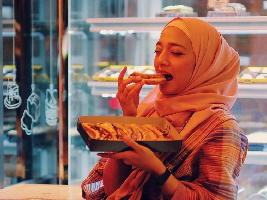 Mengintip Chiki Fawzi, Anak Marissa Haque Saat Minum Kopi hingga Makan Pie Pisang