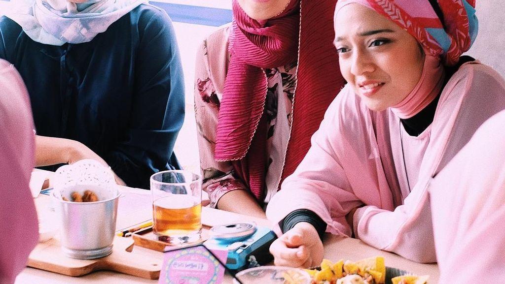 Gaya Makan Chiki Fawzi hingga Pasangan Happy dan Djarot yang Mesra