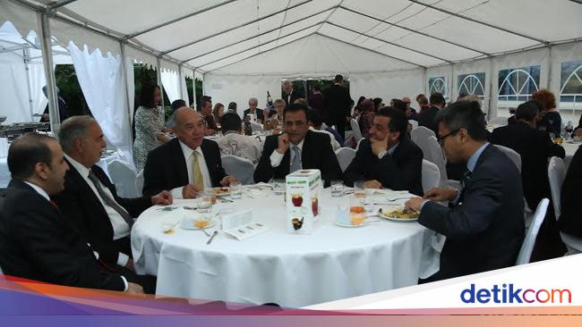 Sambut Ramadan, Dubes Peter Gontha Kenalkan Makanan Indonesia di Polandia