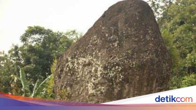Ini Penampakan Batu Legenda Batu Bleneng Di Pinggir Tol Cipali