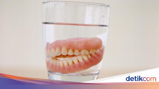 Jika Bisa Dilepas Sekali Waktu Gigi Palsu Butuh Diistirahatkan