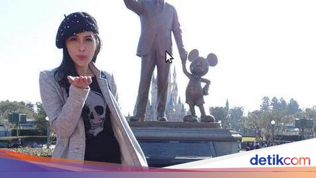 Intip Gaya Stylish  Daur Ulang  Sandra Dewi Saat Berlibur di Jepang 39f7e82e5f
