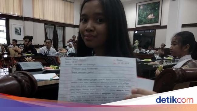 Surat Untuk Presiden Jokowi Dari Siswi Smp Membuat Risma Berkaca Kaca