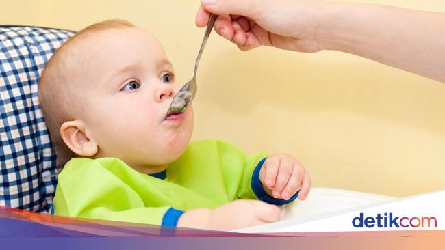 Untuk Bayi 7 Bulan Mana Porsi Mpasi Yang Ditambah Bubur Atau Buah