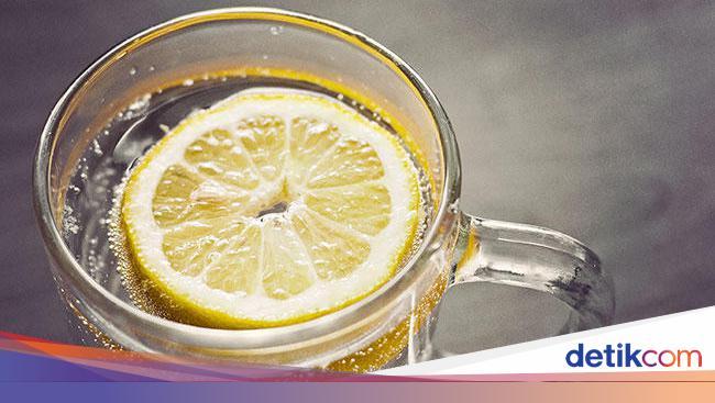 Bukan Hanya Segar Ini 5 Manfaat Minum Air Lemon Campur Madu