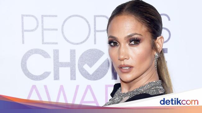 Unggah Foto Seksi, Jennifer Lopez Dikritik Fans