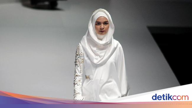 Foto Koleksi Norma Hauri Di Indonesia Fashion Week 2017
