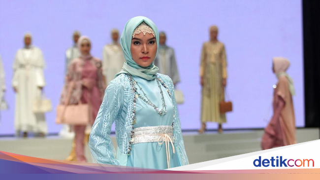 Foto Koleksi Anniesa Hasibuan Di Indonesia Fashion Week 2017