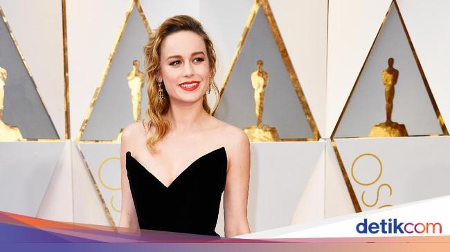 Brie Larson Tak Mau Beri Tepuk Tangan Untuk Casey Affleck,Christina On Coast Tarek El Moussa Ex Wife