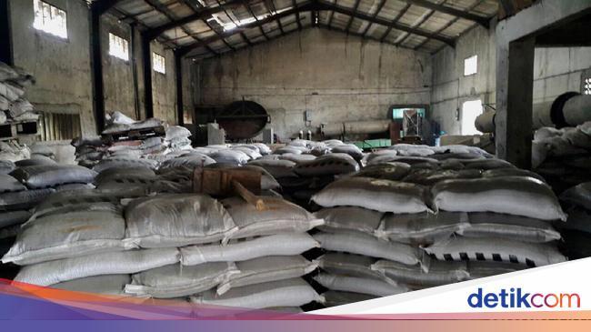 Gerebek Pabrik Di Cianjur Polisi Temukan 209 Ton Pupuk Palsu