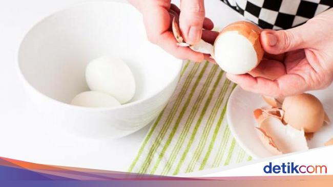 Pamer Trik Mengupas Telur Praktis, Pria Ini Malah Diprotes Netizen