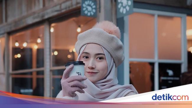 Foto 10 Gaya Hijab Pakai Topi Yang Kekinian Ala Nisa Cookie