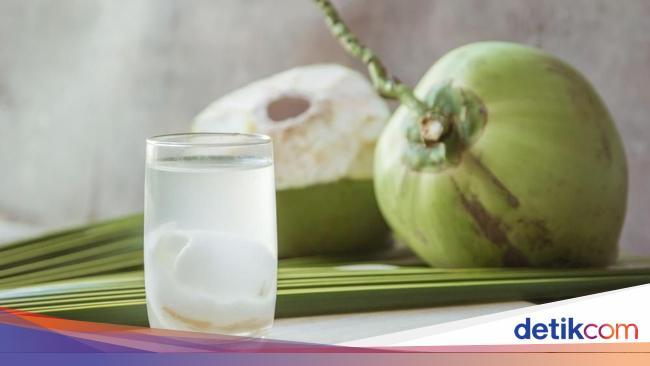 Minum Air Kelapa Bisa Ganti Cairan Tubuh Natural