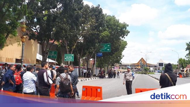 Polda Riau Diserang Teroris, Polisi Gerebek Lima Titik di ...