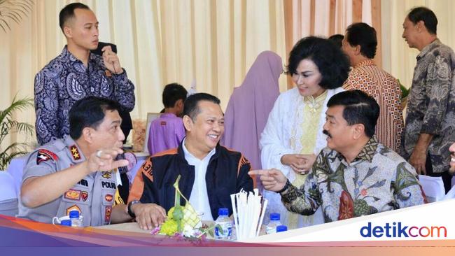 Ahmad Sahroni Photo: Saat Panglima TNI Menjamu Ketua DPR RI, Kapolda Jatim Dan