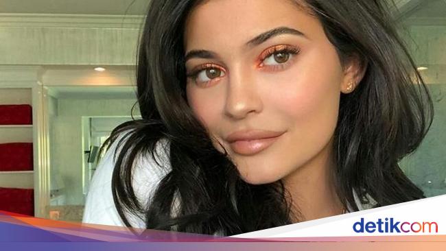 Kylie Jenner Habiskan Uang Hingga Rp 140 Juta Hanya untuk Order Makanan