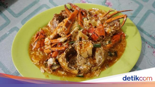 Seafood 'Bu Haji 99': Puas Makan Kepiting Gendut Telur Saus