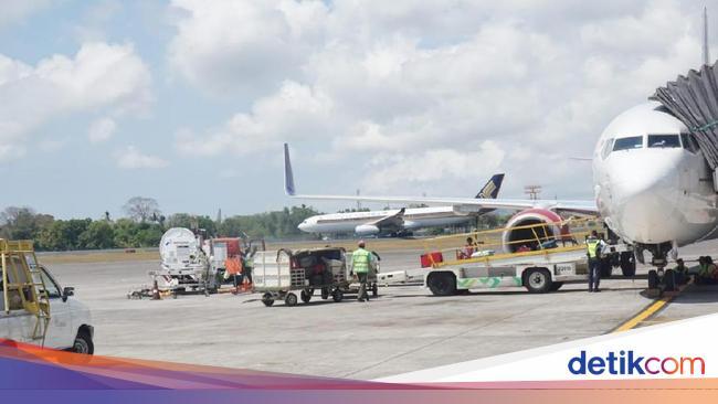 Ada Rasa Bangga Jadi Tukang Parkir Pesawat