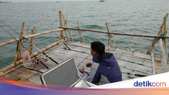 Sensasi Mancing Mania Di Tengah Teluk Naga Tangerang