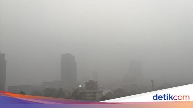 BMKG: Waspada Hujan Disertai Petir di Jaksel-Jaktim Hari Ini