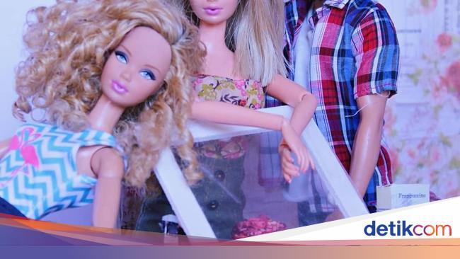 Begini Nih Jadinya Kalau Barbie Masak Dan Pose Makan Cantik