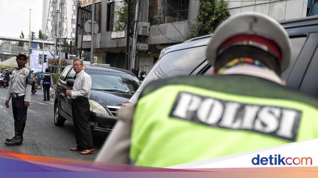 Wajib Pakai Masker di Mobil, Adakah Risiko Penular