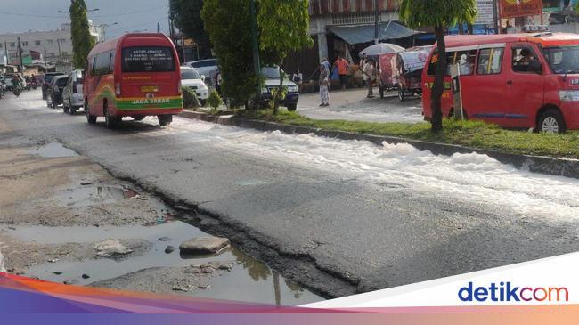 Jalan Jamin Ginting Medan Dipenuhi Busa Dari Mana