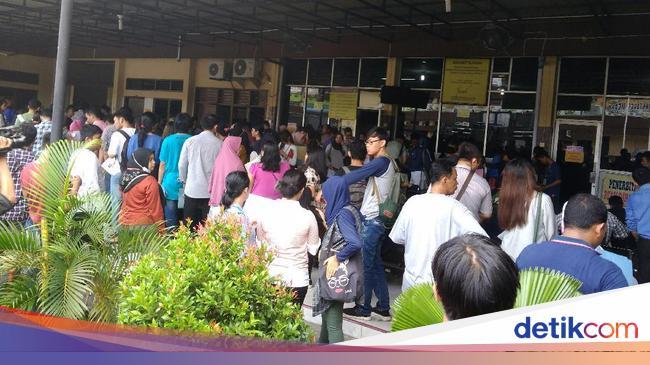 Cerita Warga Berdebar Urus SKCK Pasca-bom Bunuh Diri di Polrestabes Medan