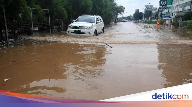 Catat Nih! Batas Aman Mobil Matic Terabas Banjir