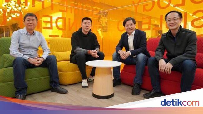 Urus Bisnis Ponsel, Xiaomi Bajak Bos Lenovo