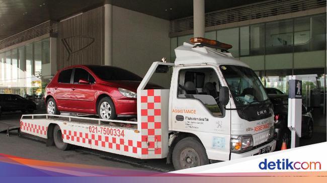 Melintasi Banjir dengan Naik Mobil? Lakukan Diagnosis Awal Ini