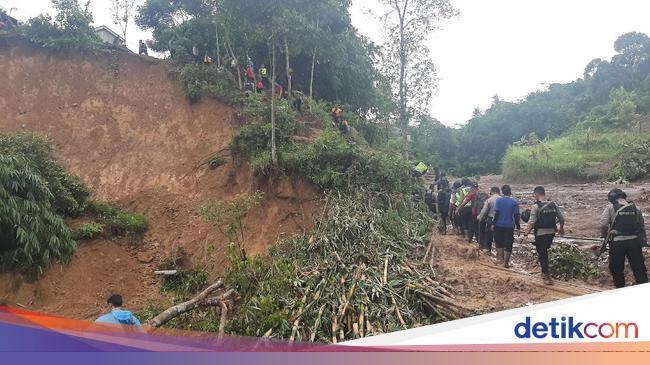 Jokowi Minta Akses Desa di Sukajaya Bogor yang Terisolir karena Longsor Dibuka
