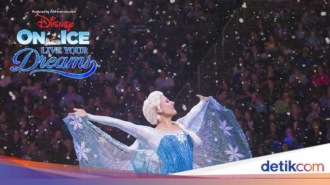 'Disney on Ice' Bawa Tangga Besar Elsa 'Frozen'