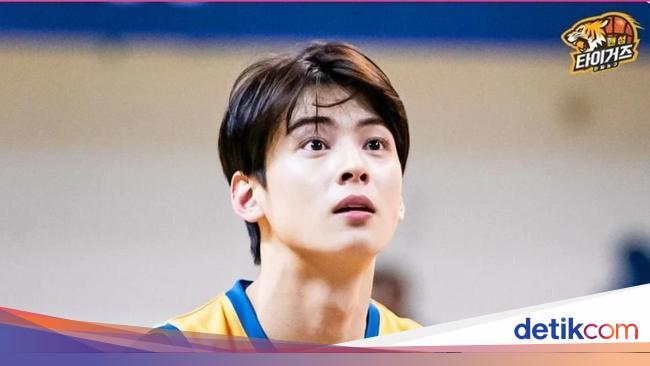 Potret Ganteng Cha Eunwoo Meski Berkeringat & Rambut Lepek