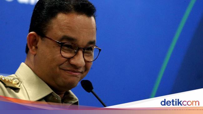 Anies Kena Kritik Gegara Warga Menumpuk di Transpo