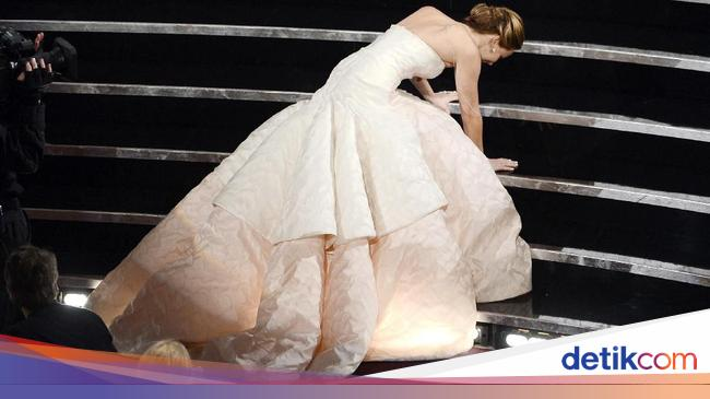 Jennifer Lawrence Labrak Pembawa Berita Gegara Hal Ini