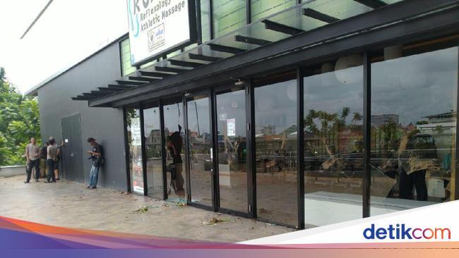 Warga Kebanjiran Berujung Penyerangan AEON Jakarta