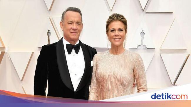 Tom Hanks & Istrinya Positif Corona, Intip Kemesra